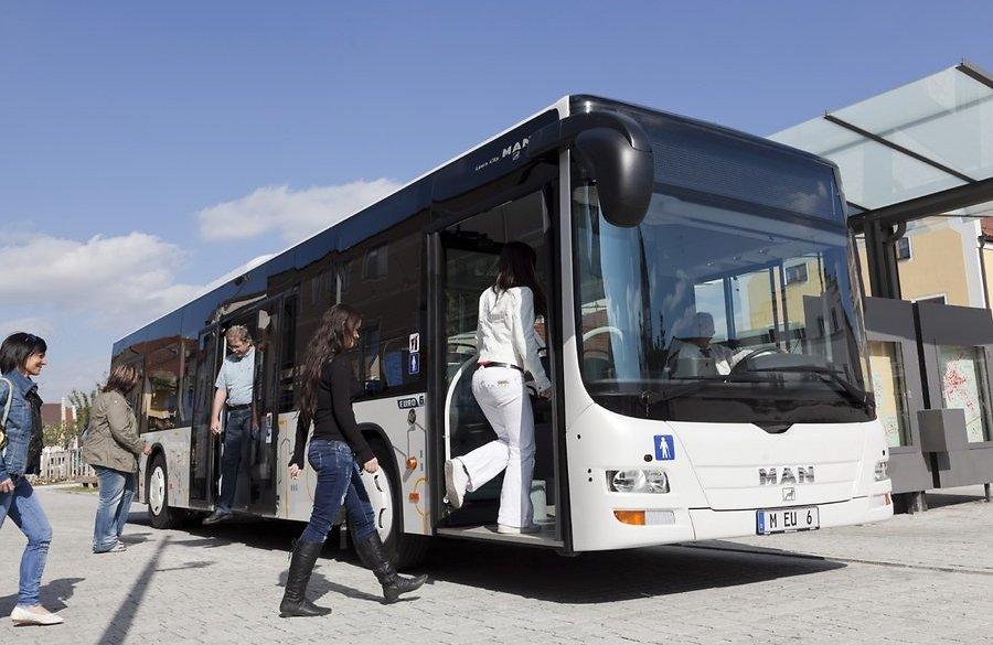 Пострадавшая пассажирка автобуса через суд получила возмещение